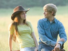 Hannah Montana The Movie. Travis and Miley. Lucas Till Hannah Montana, Hannah Montana Forever, Hannah Montana The Movie, Miley Cyrus, Miley Stewart, Nostalgia, Cute Romance, Old Disney, Disney Shows
