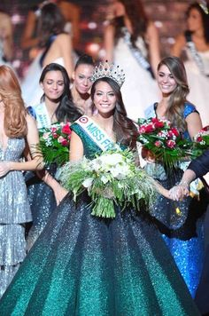 Qui est Vaimalama Chaves, Miss France 2019 ? Miss Tahiti, Miss France, Pageant Girls, Beauty Pageant, Queens, Universe, Flower Girl Dresses, Passion, Women's Fashion