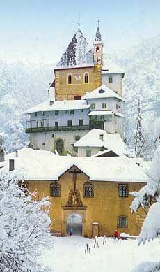 San Romedio - Trentino - valle di Non (fotografia di Flavio Faganello - fonte: Meridiani)