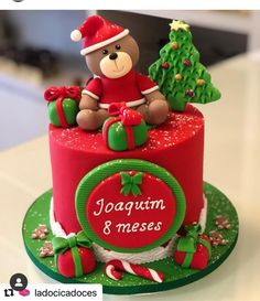 The Art Of Decorating Christmas Cake - Life ideas Christmas Birthday Cake, Christmas Cake Topper, Christmas Cupcakes, Christmas Desserts, Christmas Treats, Christmas Cake Designs, Christmas Cake Decorations, Holiday Cakes, Bolo Fack