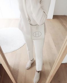 simple winter outfits All white winter outfit. Beige Outfit, All White Outfit, Neutral Outfit, Look Fashion, Autumn Fashion, Fashion Outfits, White Outfits For Women, Clothes For Women, Classy Outfits