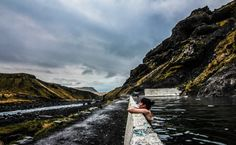 """Seljavallalaug, the ultra """"secret"""" Icelandic geothermal pool - Free Candie Iceland Facts, A Far Off Place, Countries To Visit, Iceland Travel, Science And Nature, Oh The Places You'll Go, Hot Springs, Vacation Spots, Wonders Of The World"""