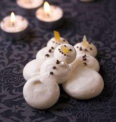 Bonhomme de neige en meringue - les meilleures recettes de cuisine d'Ôdélices  http://www.odelices.com/recette/bonhomme-de-neige-en-meringue-r1940