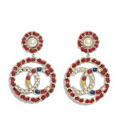 Discover the latest collection of CHANEL Costume jewelry. Explore the full range of Fashion Costume jewelry and find your favorite pieces on the CHANEL website. Chanel Costume Jewelry, Chanel Jewelry, Dress Jewellery, Jewellery Shops, Gold Jewellery, Silver Jewelry, Fashion Earrings, Women's Earrings, Fashion Jewelry