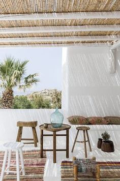 My inspiration today are these serene and stunningly beautiful Mediterranean patios. I'm completely in love with the amazing Mediterranean style :) Outdoor Spaces, Outdoor Living, Outdoor Decor, Outdoor Patios, San Giorgio Mykonos, Exterior Design, Interior And Exterior, Coastal Interior, Mediterranean Homes