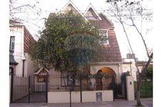 ¡Hermosa casa estilo Normando en San Fernando! ¡Reciclada por Arquitectos! Con balcón terraza, jardín y piscina. ¡Vení a recorrerla! ¡Seguí tus sueños! ☎ 15 5710-1384 UNO BIENES RAICES S.R.L NICOLAS SUNDBLAD CSI 5821 / JORGE ARAZI CUCICBA 4993