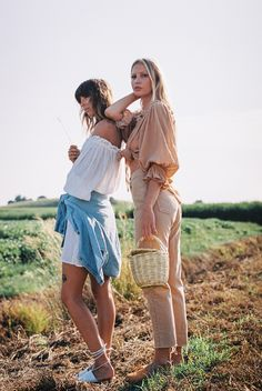 Cute Lesbian Couples, Hippie Style, Birkin, Boho Chic, Naked, Couple Photos, Shoulder, Baby, Life