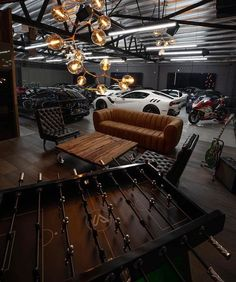 Awesome Industrial Style Decor Designs That You Can Create For Your Urban Living Space Apartment Industrial Design – garage Garage House, Man Cave Garage, Dream Garage, Car Garage, Mechanic Garage, Motorcycle Garage, Garage Shop, Man Cave Diy, Man Cave Home Bar