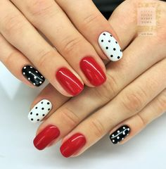 Christmas Nail Art Designs Which Are perfect for the Holiday Season – Hike n Dip - Christmas nails Ongles Bling Bling, Bling Nail Art, Red Nail Art, Foil Nail Art, Stamping Nail Art, Bling Nails, Butterfly Nail Art, Flower Nail Art, Minimalist Nails