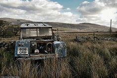 An abandoned #seriesone frozen in time. By Dan Circa #landrover #serieslandrover #landroverphotoalbum #4x4
