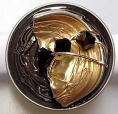 Letzte Woche schon hatte meine liebe Freundin Ina Geburtstag und ich habe für sie von der lieben Dani einen Ring aus Nespressokapseln anfer...