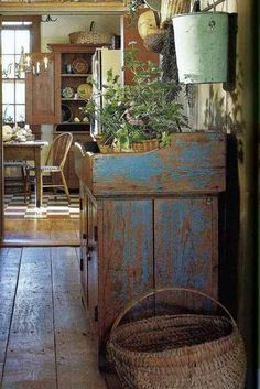 Primitive Homes, Primitive Kitchen, Primitive Antiques, Country Primitive, Country Kitchen, Primitive Decor, Country Farmhouse, Primitive Bedroom, French Farmhouse Kitchens