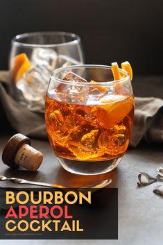Bourbon Aperol Cocktails (a delicious fall cocktail!) - Garnish with Lemon Bourbon Aperol Cocktails - Mit Zitrone garnieren Aperol Drinks, Prosecco Cocktails, Cocktail Garnish, Bourbon Drinks, Fall Cocktails, Christmas Cocktails, Cocktail Drinks, Fun Drinks, Yummy Drinks