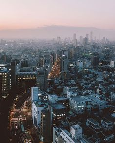 Hello Tokyo! ✨✨✨✨ Wandering through this endlessly glowing city after sundown has brought back so many memories as I discover even more reasons to fall in love with Japan and it's wonderful culture. Over the next week and a half I will be exploring so much of Japan — watch my daily stories to see more!  Can't wait to share everything I've been up to & announce something exciting soon! x  Traveling with @TopdeckTravel @AirAsia #FlyAirAsia #Topdecker  #eandjflyairasia