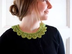 Classic lace collar crocheted in spring green cotton by Sofiasobeide