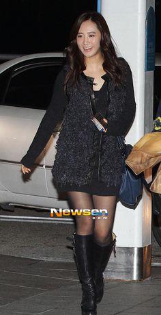 http://okpopgirls.rebzombie.com/wp-content/uploads/2012/11/SNSD-Yuri-Incheon-airport-fashion-nov-9-9.jpg