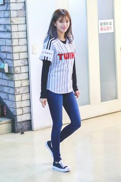 Twice-Jeongyeon 180922 throwing out the first pitch for the LG Twins Suwon, Kpop Girl Groups, Korean Girl Groups, Kpop Girls, Twice Jungyeon, Twice Kpop, Nayeon, K Pop, Pre Debut