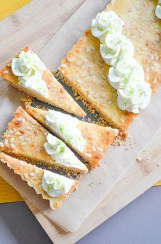 Recept voor een Italiaanse limoentaart met pijnboompitten. Ingrediëntenlijst en bereidingswijze op foodblog Volg de kruimels. Bekijk ook de receptenindex.