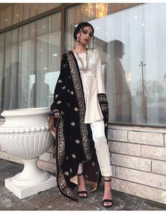 Saree and blouses Beautiful Indian Outfit Inspirational Ladies - Pakistani Bridal Dresses, Pakistani Dress Design, Pakistani Outfits, Indian Outfits, Nikkah Dress, Pakistani Party Wear, Pakistani Clothing, Pakistani Fashion Casual, Bridal Lehenga