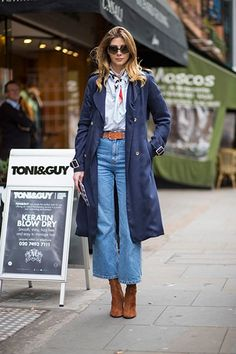 50 best street style looks from London Fashion Week so far - This is a wearable twist on the trend, with cropped wide-leg flares paired with suede boots. Source by connydoll - Mode Outfits, Jean Outfits, Casual Outfits, Casual Clothes, Cool Street Fashion, Look Fashion, Winter Fashion, Denim Fashion, Fashion Boots