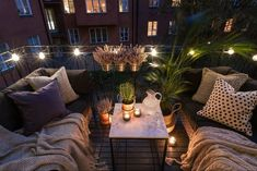 Make the most of your outdoor space, no matter how big or small. This cosy balcony is ideal with festoon lights. Make the most of your outdoor space, no matter how big or small. This cosy balcony is ideal with festoon lights. Apartment Balcony Decorating, Apartment Balconies, Cool Apartments, Apartment Patios, Apartment Entry, Apartment Goals, Terrazas Chill Out, Small Balcony Garden, Balcony Ideas