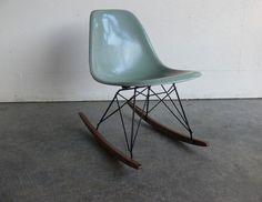 """Résultat de recherche d'images pour """"eames chair with bird"""""""