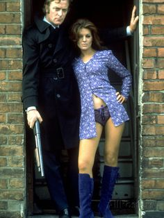 A gallery of Get Carter publicity stills and other photos. Featuring Michael Caine, Geraldine Moffat, Britt Ekland, Britt Ekland and others. Britt Ekland, Fashion Night, 70s Fashion, Get Carter, Fritz Lang, Classic Movies, Great Movies, Mode Style, Classic Hollywood