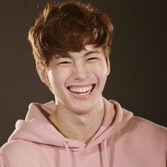 Hongbin and his perfect smile ❤️