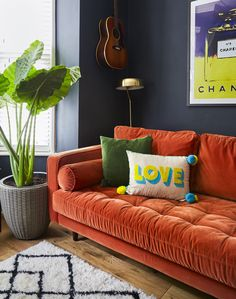 Victorian decor ideas - Victorian living room colours and inspiration for a victorian home including victorian home decor, victorian living room decor traditional styles and victorian house ideas. Living Room Orange, New Living Room, Living Room Sofa, Living Room Artwork, Living Room Decor Orange, Victorian Living Room, Victorian Home Decor, Victorian Terrace Interior, Living Room Decor On A Budget