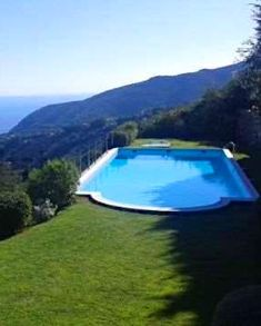 Enchanting swimming #pool with endless #views in #Liguria