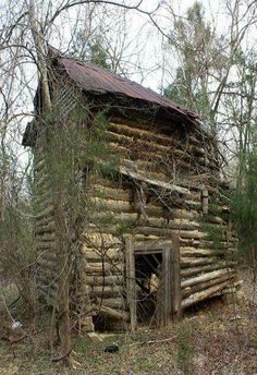 Beautiful Abandoned Log Cabin Homes - Bing Images Old Cabins, Log Cabin Homes, Cabins And Cottages, Cabins In The Woods, Old Abandoned Buildings, Abandoned Mansions, Abandoned Places, Abandoned Property, Mansion Homes