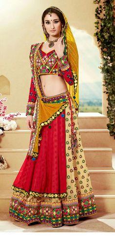 The dandiya dance nights will start soon, here are some amazing traditional Indian Navratri Chaniya choli & lehenga choli dress designs. Choli Designs, Lehenga Designs, Blouse Designs, Garba Dress, Choli Dress, Red Lehenga, Lehenga Choli, Indian Lehenga, Chanya Choli