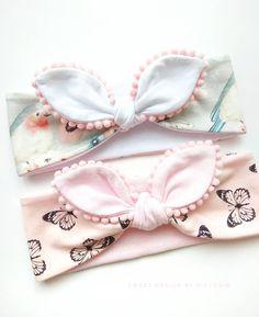 Best 11 Baby headbands and turbans – Just Trendy Girls: … – – SkillOfKing. Headband Bebe, Hairband, Knot Headband, Baby Headbands, Baby Bling, Baby Bows, Baby Diy Projects, Baby Hair Accessories, Diy Accessories