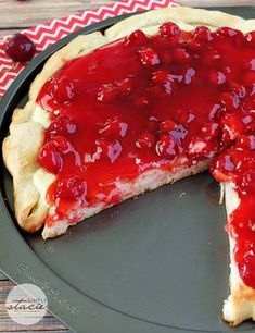 Cherry Cheesecake Pizza - sink your teeth into a creamy cheesecake layer ed by sweet cherry filling. One of the BEST dessert pizzas EVER! Fruit Pizza Cookies, Cookie Pizza, Dessert Pizza, Cookie Dough, Unique Desserts, Fun Desserts, Dessert Recipes, Fruit Recipes, Desert Pizza Recipes