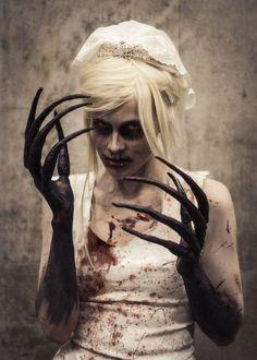 fürchterliche Dämon-Braut werden zur Halloween Party