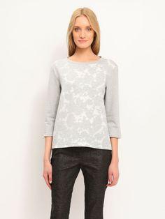 W2017 Bluza damska szara  - bluza nierozpinana - TOP SECRET. SBL0412 Świetna jakość, rewelacyjna cena, modny krój. Idealnie podkreśli atuty Twojej figury. Obejrzyj też inne spódnice tej marki.