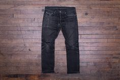 Our ST cut is a slim fit with a taper from the thigh to the knee, ending with a small leg opening. The ST-220x jean features our 14.5 oz. selvedge Double Black