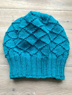 A wintry beanie in bautiful diamond pattern, knitted from a worsted weight yarn. The beanie is knitted in rounds and in one piece. Easy to knit, even for beginners. One size fits all.