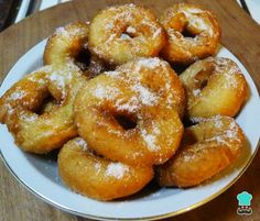 In general, donuts tend to be more compact than donuts. In this way, if you are looking for a spongy donut recipe, we Fluffy Donut Recipe, Donut Recipes, Cooking Recipes, Onion Rings, Sin Gluten, Bagel, Scones, Doughnut, Donuts