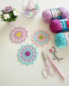 Motif Mandala Crochet, Crochet Mandala Pattern, Crochet Motifs, Granny Square Crochet Pattern, Crochet Flower Patterns, Crochet Diagram, Crochet Flowers, Knit Crochet, Unique Crochet