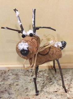 Ideas craft christmas reindeer wine corks for 2019 Wine Cork Art, Wine Cork Crafts, Wine Bottle Crafts, Wine Bottles, Wine Cork Ornaments, Reindeer Ornaments, Champagne Cork Crafts, Recycled Wine Corks, Recycled Bottles