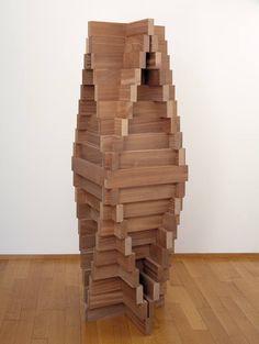 Carl Andre Urn, 2001 Afrikanisches Walnussholz, 238 x 58,3 x 58,3 cm Courtesy Galerie Tschudi, Glarus / Zuoz. © für Carl Andre bei VG Bild-Kunst, Bonn (www.bildkunst.de)