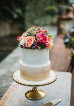 Wedding Cake; photo: Natasja Kremers -- These are great. #rsvpweddingmanager http://www.rsvpweddingmanager.com/