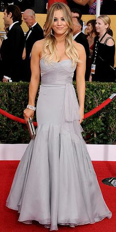 Kaley Cuoco Sweeting, in Vera Wang, with Lorraine Schwartz jewels - SAG Awards 2014