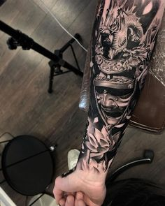 Samurai Tattoo Sleeve, Samurai Warrior Tattoo, Warrior Tattoos, Badass Tattoos, Tattoos For Guys, Japanese Warrior Tattoo, Viking Tattoos, Japanese Tattoo Designs, Japanese Sleeve Tattoos