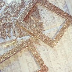 I Could Store And Thrift Shop Frames In Different Styles And Glitter Blast In Gold Silver And White For The Picturesfun Facts Red Glitter, Glitter Frame, Glitter Art, Glitter Lips, Glitter Makeup, Glitter Projects, Glitter Crafts, Baby Room Diy, Valentines Gifts For Him
