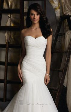 Literally exactly what my dream wedding dress looks like.  Ok, now I just need someone to marry lol
