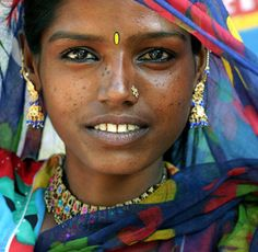 Sunita - a Gypsy girl from Pushkar, India by Maciej Dakowicz We Are The World, People Around The World, Around The Worlds, Old Portraits, Beauty Around The World, Many Faces, Interesting Faces, Smile Face, Photos Du
