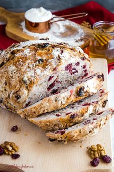 This No-Knead Cranberry Honey Walnut Artisan Bread is a delicious sweet bakery-s. - This No-Knead Cranberry Honey Walnut Artisan Bread is a delicious sweet bakery-style bread that's - Artisan Bread Recipes, Bread Machine Recipes, Easy Bread Recipes, Baking Recipes, Dessert Recipes, Dinner Recipes, Honey Recipes, Walnut Recipes, Easy Homemade Bread