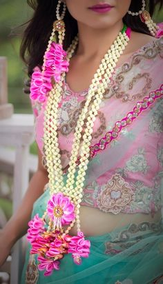 Looking for Flower jewellery for bride? Browse of latest bridal photos, lehenga & jewelry designs, decor ideas, etc. on WedMeGood Gallery. Flower Jewellery For Haldi, Lehenga Jewellery, Indian Wedding Jewelry, Bridal Jewelry, Flower Jewelry, Indian Weddings, Silver Jewelry, Flower Garland Wedding, Bride Flowers